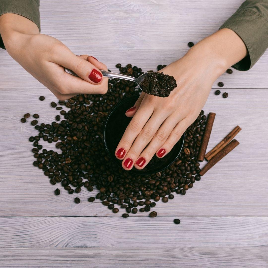 Exfoliante natural de canela y cafe. Usos cosméticos de la canela.